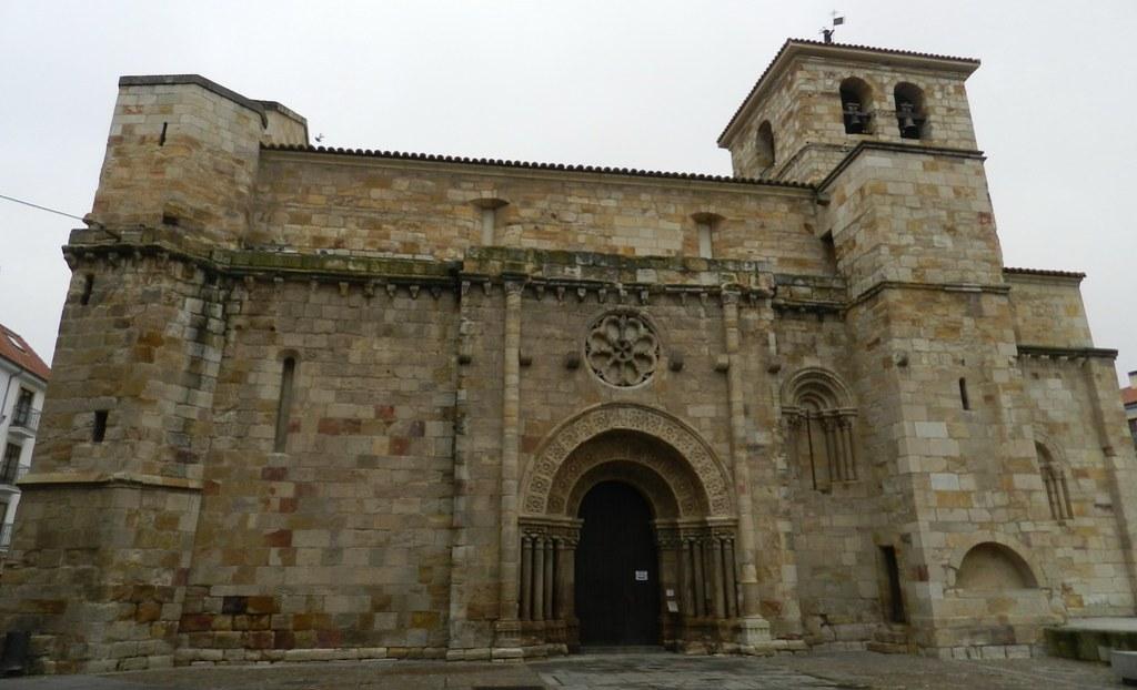 portada romanica Iglesia San Juan Bautista Zamora 01