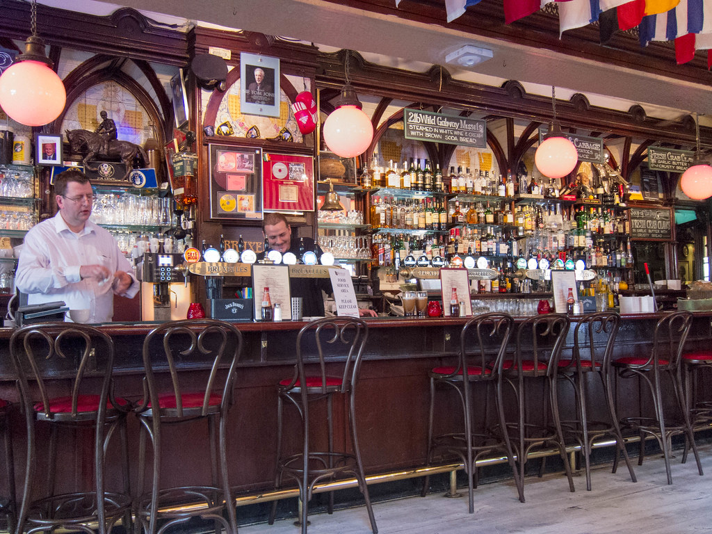 The bar at Bruxelles
