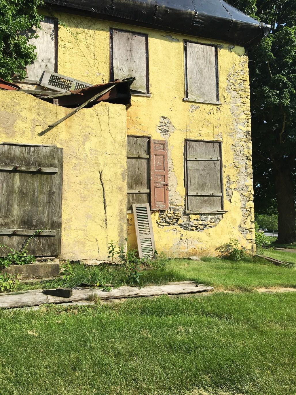 richard-ashbridge-mansion-exton-boarded-windows