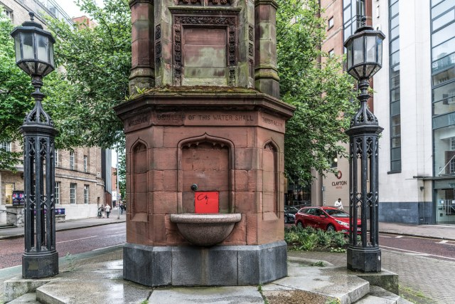 A REALLY BEAUTIFUL BUT BADLY NEGLECTED GOTHIC STYLE FOUNTAIN [THOMAS THOMPSON MEMORIAL FOUNTAIN]-117930