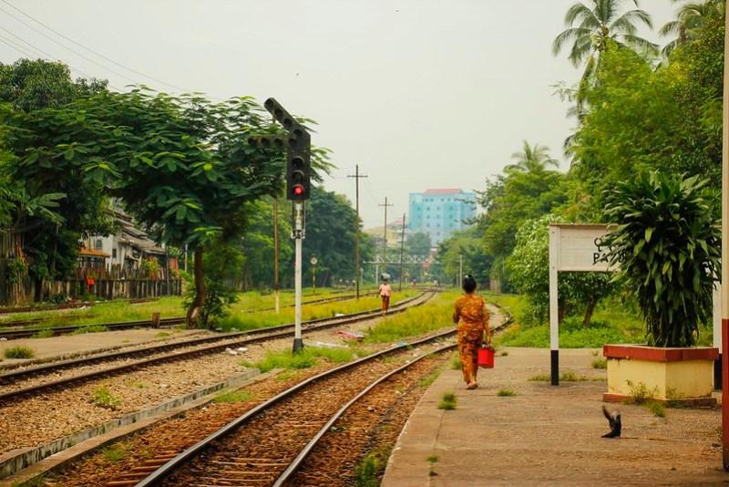 En smuk togstation i Yangon