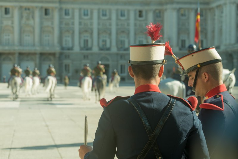 Cambio de Guardia y Relevo Solemne en el Palacio Real Madrid spain