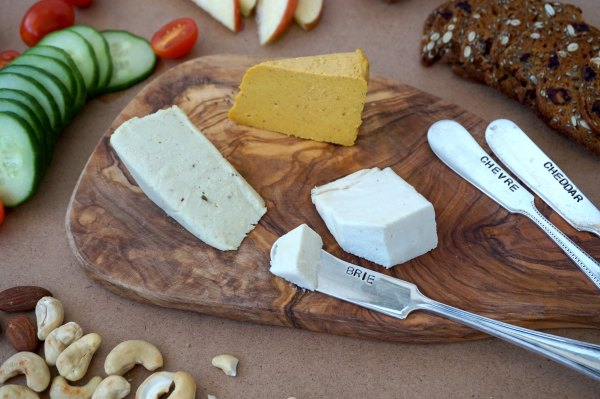 Nuts For Cheese Brie Sliced | thelittleredspoon.com