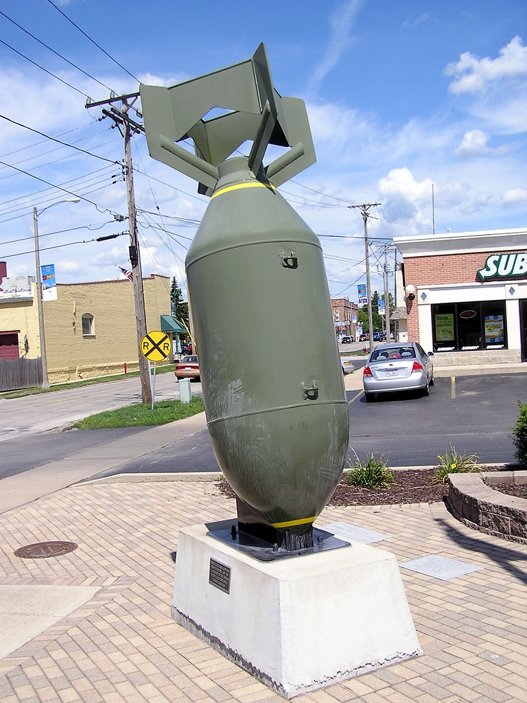 Huge Bomb In Plano This 4000 Pound Bomb Sits At Veterans
