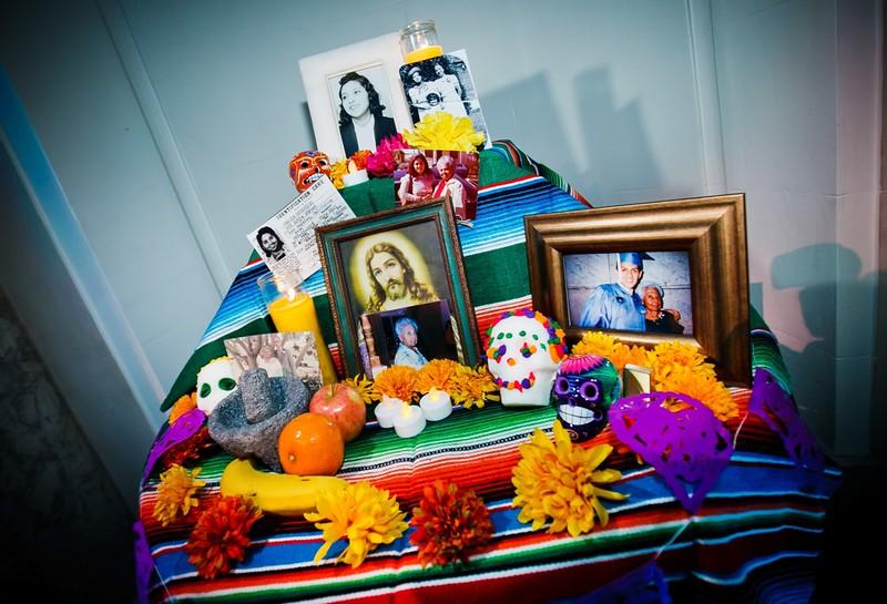 Day of the Dead wedding memorial via @offbeatbride