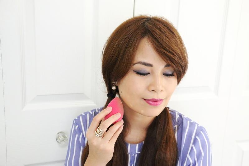 makeup-applying-tinted-moisturizer-9