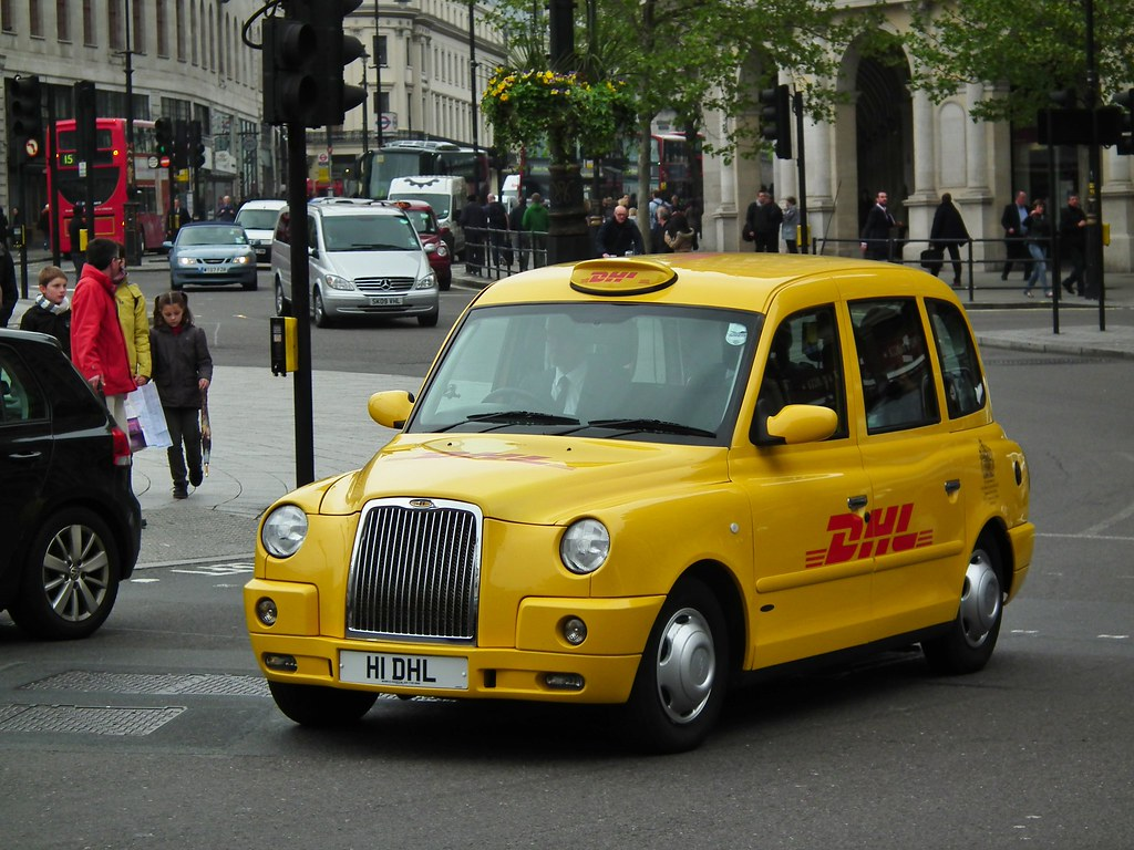 DHL Taxi DHL 2008 London Taxis Int Tx4 Gold Taxi