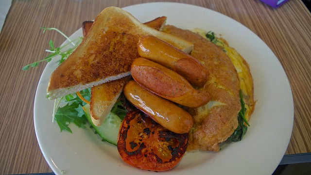 Coffee Club, Cleveland - Omelet, chipolatas, tomato, salad and toast