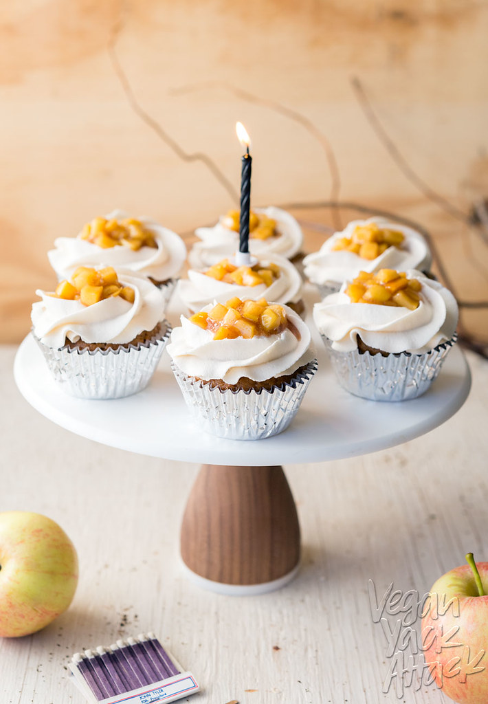 Apple Pie Cinnamon Cupcakes with Vanilla Buttercream frosting! Perfect for Fall and upcoming holidays. #soyfree #vegan @VeganYackAttack