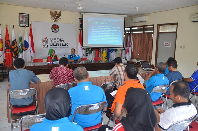 Suasana diskusi rutin KPU Kabupaten Tulungagung