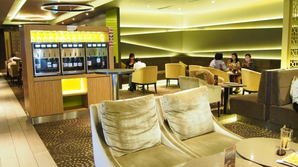 Your ticket to Executive Zen Zone buys you this luxurious lunchtime experience at GV Suntec City Gold Class.