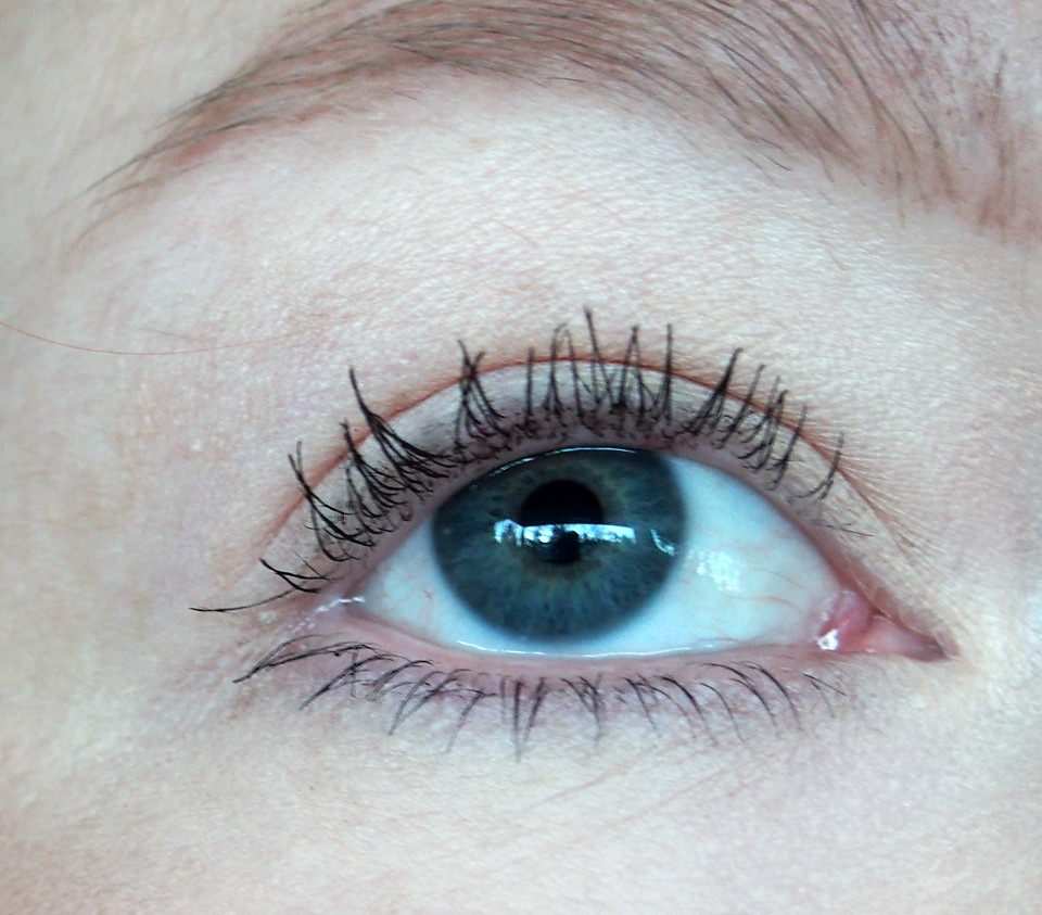 avon_winged_out_on_lashes