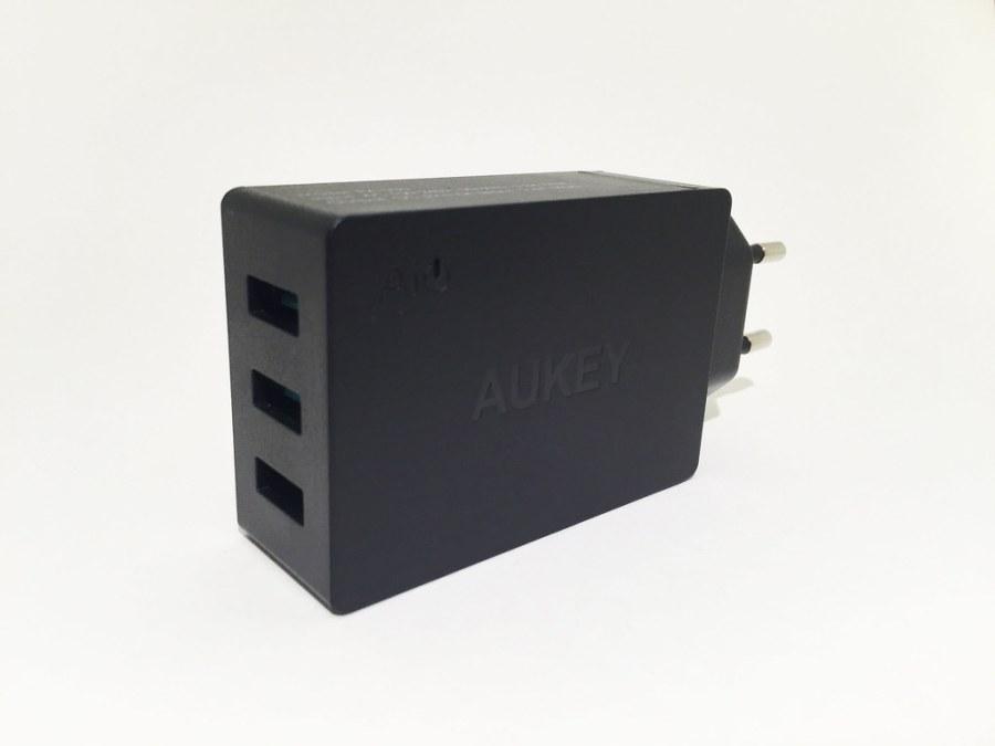 Chargeur AUKEY 3 USB PA-U35 de côté