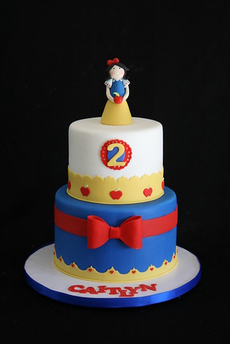 Snow White Cake This Cake Is For Cute Little Caitlyn