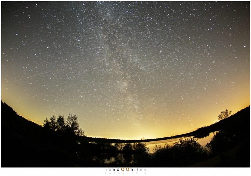 Het verschil tussen vliegtuigen, satellieten en vallende sterren