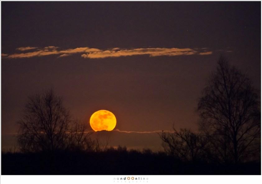 Super... maan opkomst (400mm brandpunt; ISO1600; f5,6; t=2sec)