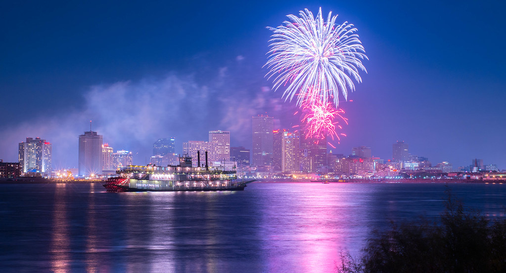 New Orleans New Year s Fireworks   Steamboat Natchez New Yea      Flickr     New Orleans New Year s Fireworks   by Scott Mohrman Photography
