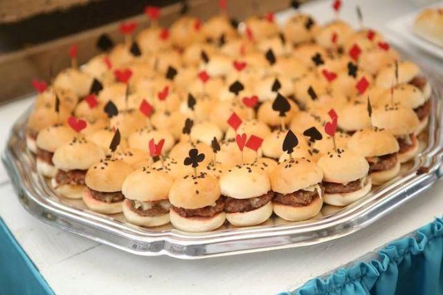aiw.Alice-in-Wonderland-burgers