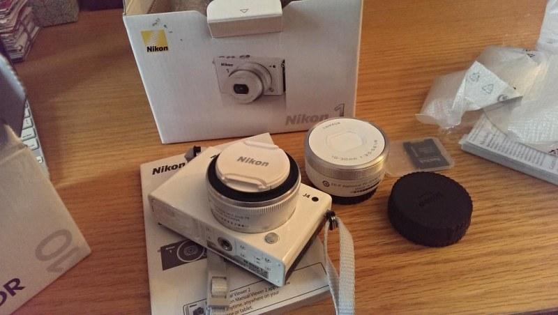 Unboxing Nikon J4