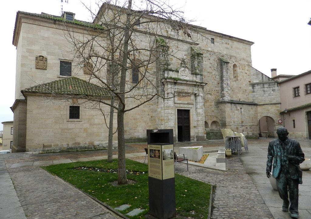 Fachada exterior Iglesia de San Pedro y San Ildelfonso Zamora 04
