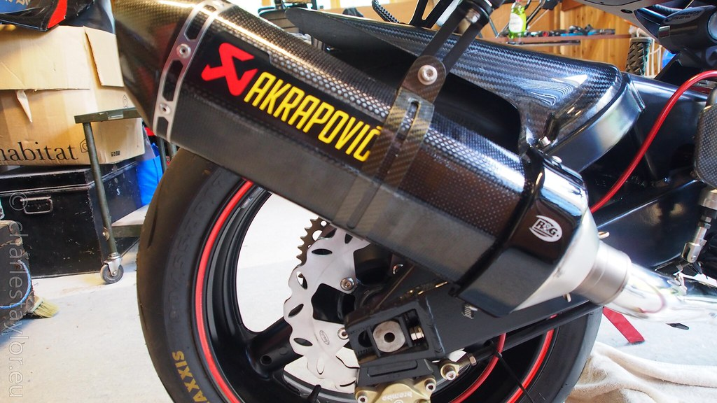 Suzuki RF900 StreetFighter exhaust