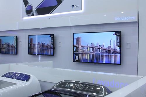 Lavadoras, televisores y mucho más en las tiendas Samsung Experience Store, como esta de CLX Samsung.