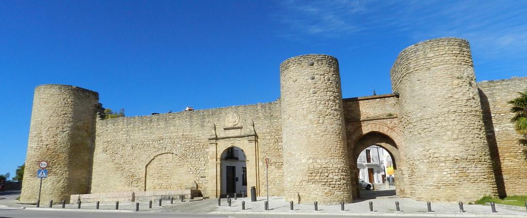 Muralla y Puerta de Almocabar Ronda Malaga 03