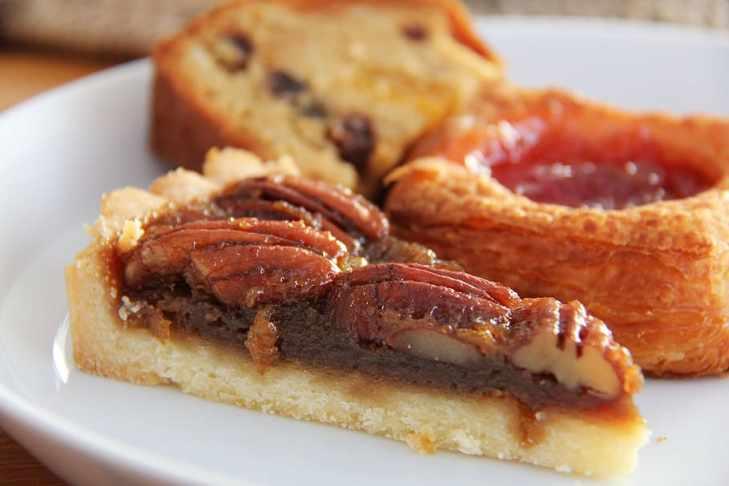 macro photography of cooked food, pecan, pie, nut, breakfast, HD wallpaper
