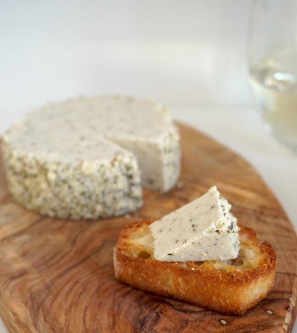 Almond Cheese Slice on Baguette | thelittleredspoon.com