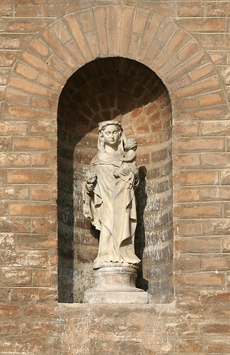 Hornacina Con Virgen En La Pared De La Giralda Plaza
