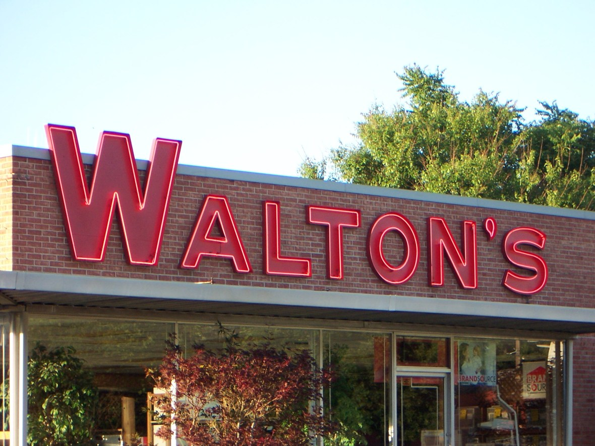 Walton's Appliance and Electronics - 300 West College Avenue, Jacksonville, Illinois U.S.A. - June 8, 2007
