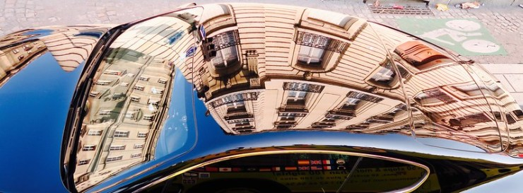 reflection in car top