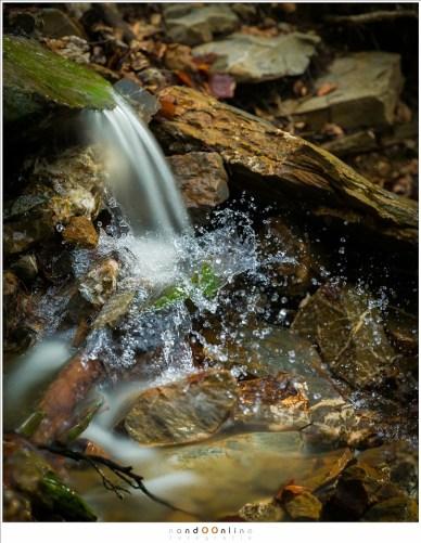Beweging van water gevangen in een tijdloze tijdopname. een kwestie van twee foto's met twee belichtingen samenvoegen in Photoshop. Eerlijk, of niet eerlijk?