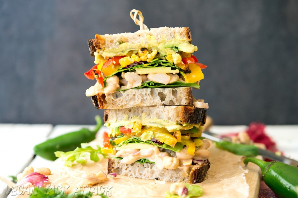 Chipotle White Bean Salad Sandwich- Protein-rich, spicy, filled with grilled peppers and delicious avocado! #vegan #soyfree