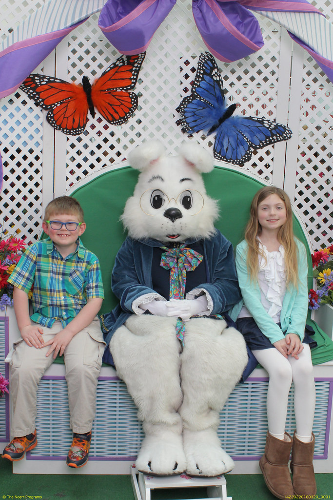 Nate Maddie And The Easter Bunny 2016 At The Menlo Park