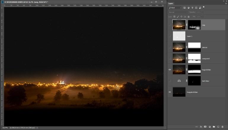 De ISO1600 foto is allen voor de dorpslichten gebruikt waarbij alleen de extreem overbelichte delen (abdijkerk en enkele andere heldere lichten) onzichtbaar worden gemaakt.