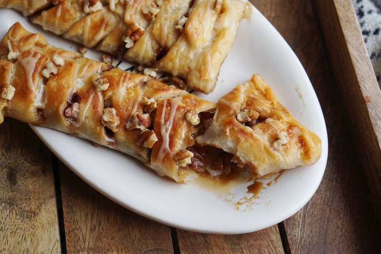 Easy gluten free maple pecan plaits made with Jus-Rol gluten free puff pastry | gluten free pastries | gluten free recipes | gluten free desserts | gluten free baking