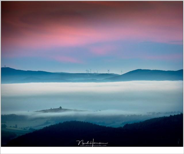 Een magisch moment vanaf de ruïne La Potence in Allègre (EOS M50 + EF-M18-15mm @ 150mm | ISO400 | f/8 | 1/25)
