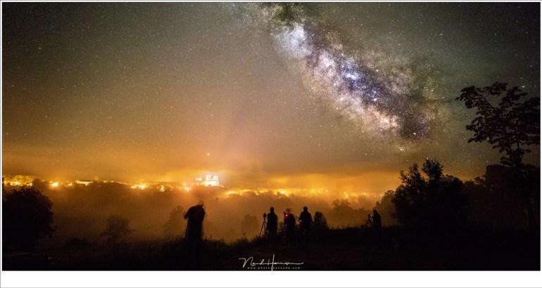De Melkweg fotograferen met uitzicht op de Abdijkerk van La Chaise Dieu (EOS 5D mark IV + EF 16-35mm @ 16mm | ISO1600-6400 | f/2,8 | 5 sec)