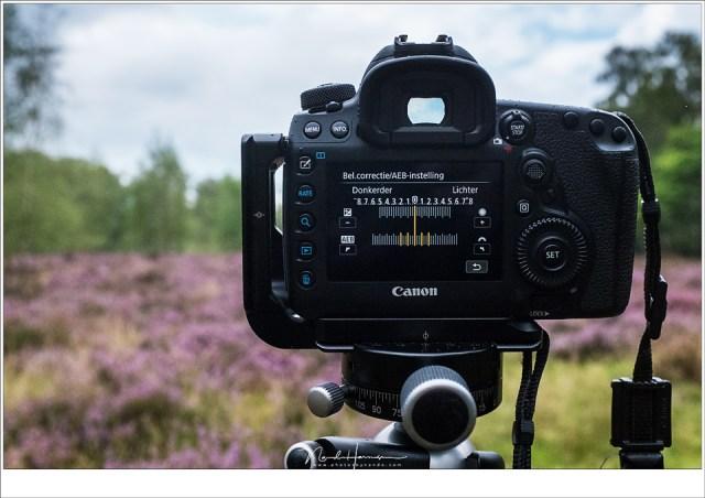 Bracketing functie geactiveerd in de Canon EOS 5D mark IV. Met deze instelling worden er 5 foto's met verschillende belichtingen gemaakt die vervolgens samengevoegd kunnen worden.