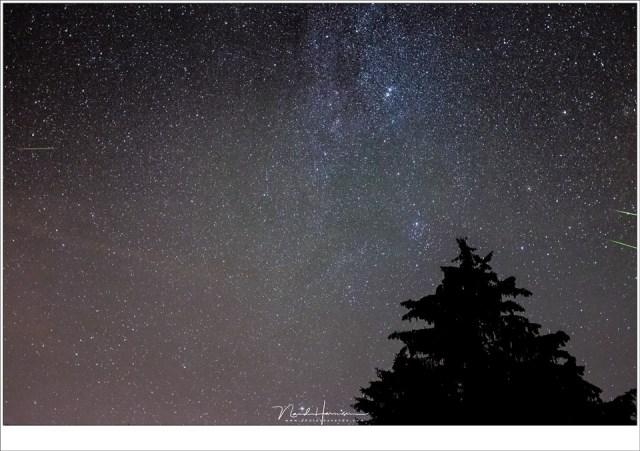 Drie meteoren in beeld... Nou ja, eentje in beeld en twee net niet helemaal. Dit is soms erg frustrerend. Meer groothoek kan dit deels oplossen (Fujifilm X100t | ISO6400 | F/2 | 3x 10sec)