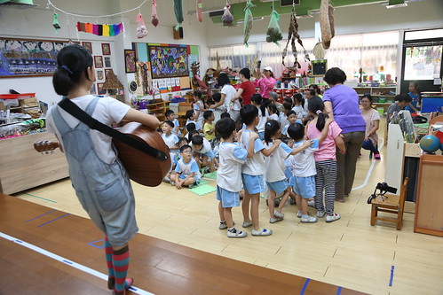 【Video】國中九年級回幼稚園:《小米粉上學去》互動表演(13.11ys、14ys)