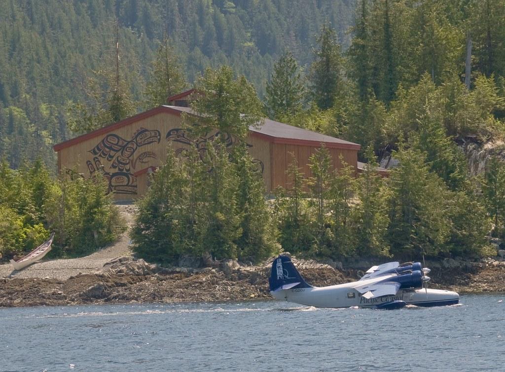 Grumman Goose Taxiing Past Longhouse At Klemtu BC Flickr