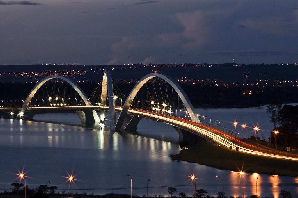 Juscelino Kubitschek Bridge Discaciates Most