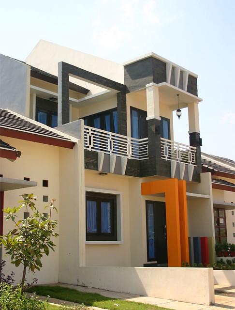 Bangunan 2 Lantai Dengan Desain Modern Terdiri Atas 3 Kama
