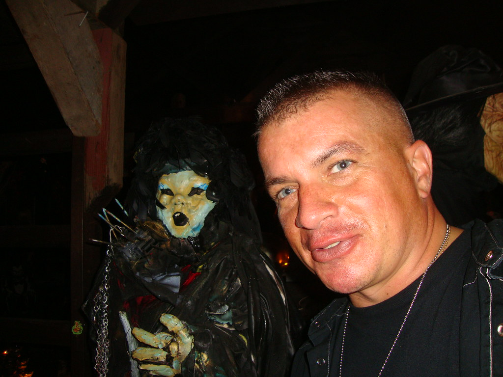 826 PARANORMAL JAMES MYERS LOOKING AT THE WARRENS OCCULT