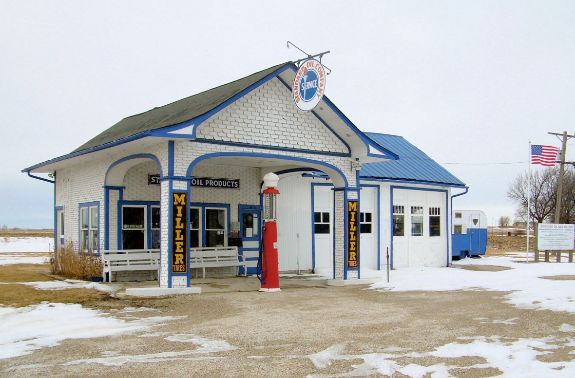 Standard Oil Gas Station - 400 S. West Street, Odell, Illinois U.S.A. - February 1, 2009