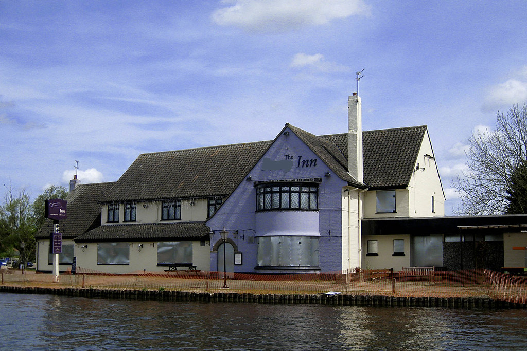 The Ferry Inn Horning Norfolk A Sad Sight Of What Used T Flickr