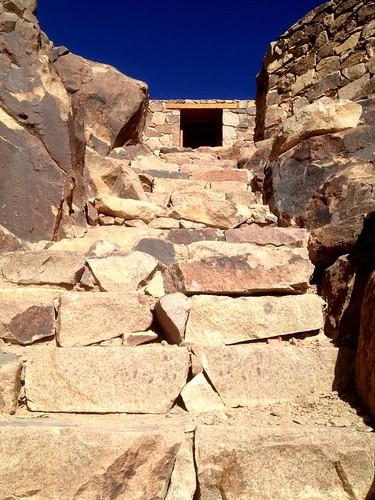 Τα τελευταία σκαλοπάτια πριν την κορυφή του ορους σινα