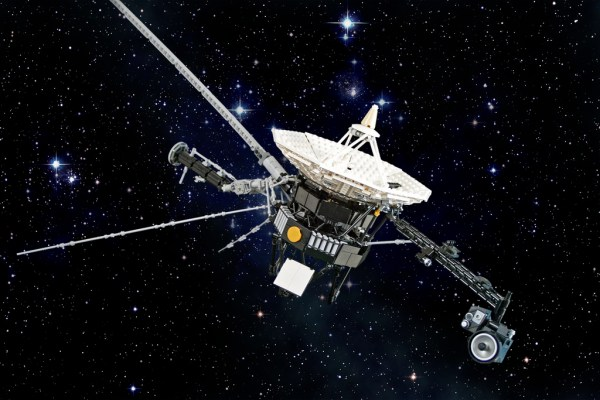 Voyager 2 'Hacked' As It Entered Deep Space. Sending Data ...